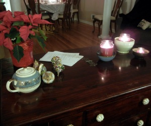Susan's coffee table is gorgeously decorated for the holidays. And see those papers? We actually read our assigned books and go over discussion questions and have some lively conversations. Over wine, of course. But still.